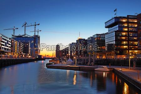 cantiere amburgo hafencity elbphilharmonie di notte