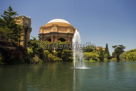 vista panoramica di una fontana e