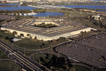 veduta aerea di un edificio governativo