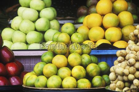 close up di frutta in una