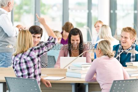 gruppo di studenti in aula