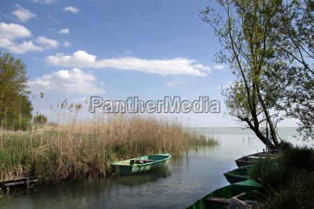 piccole barche sul lago balaton