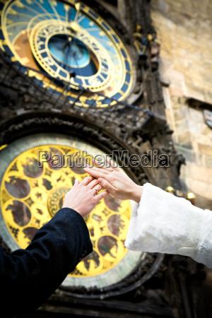 mano mani nozze matrimonio convivenza orologio