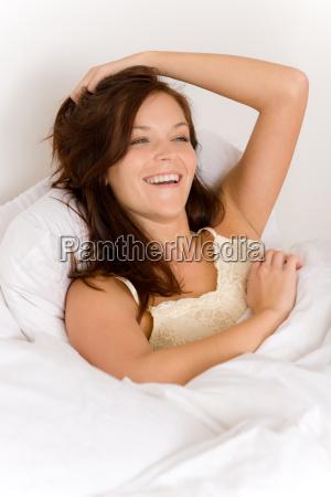 donna marrone camera da letto brunetta