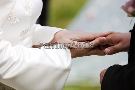 mano mani nozze matrimonio convivenza tenere