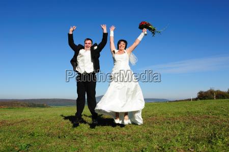 felice coppia di sposi