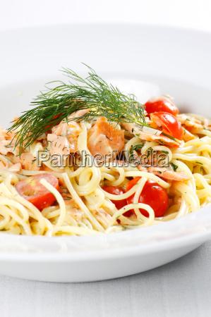 pasta panna pomodori spaghetti salmone aneto