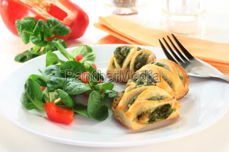 formaggio spinaci cordiale valerianella ripieno pieno