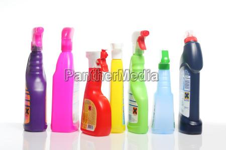 molti colorati prodotti per la pulizia