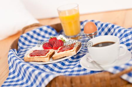 colazione fatta in casa su vassoio