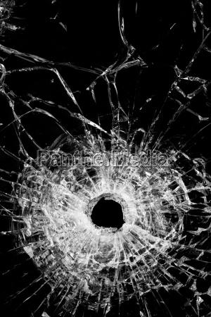 vetro rotto isolato sul nero