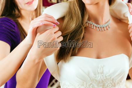 sposa in un installatore nuziale