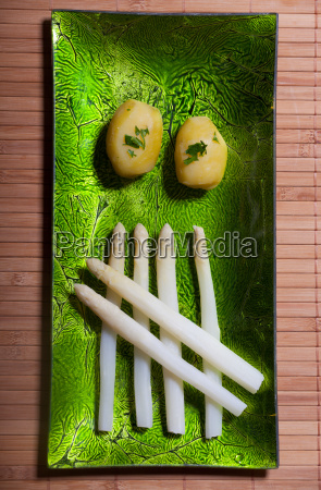 caucasico bianco piatto verdura cotto asparago