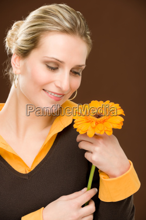 donna fiore romantico tenere gerbera margherita
