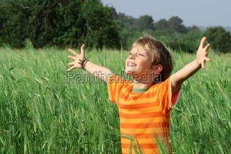 felice sano bambino estivo