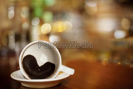 tazza di caffe con cuore di