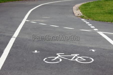 segnale traffico percorso tracciato strada alberata