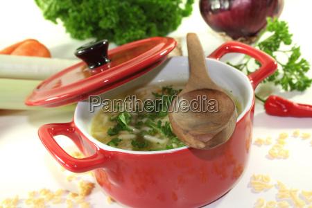 tagliatelle verdura pentola pastina in brodo