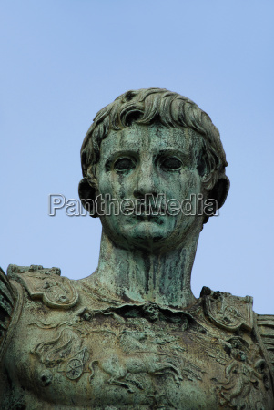 statua roma romano italia