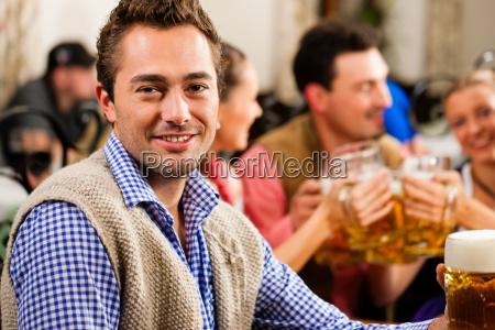 ristorante baviera birra costume bavarese uomo