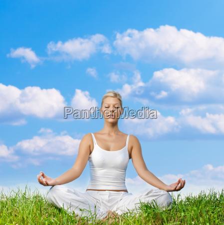 donna relax equilibrio meditazione armonia yoga
