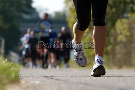 i maratoneti in corsa