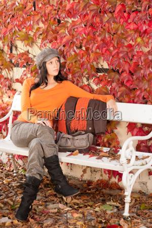 donna moda colore marrone brunetta stagione