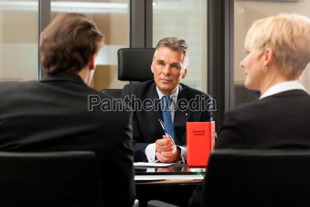 avvocato o notaio con i clienti