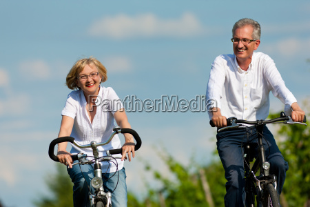 la bici felice delle corse delle