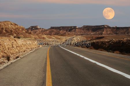 viaggio viaggiare montagne deserto luna autostrada