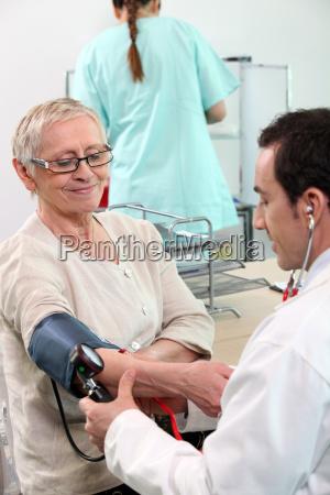 sangue battere battito cardiogramma cura