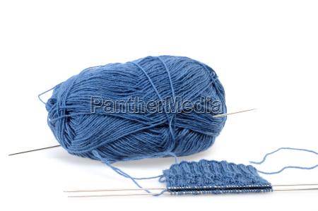 blu lana lavorare a maglia gomitolo