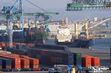 container al porto per la spedizione