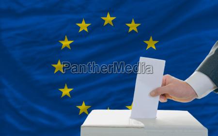 luomo di voto sulle elezioni in