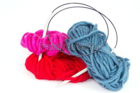 lana con ferri da maglia