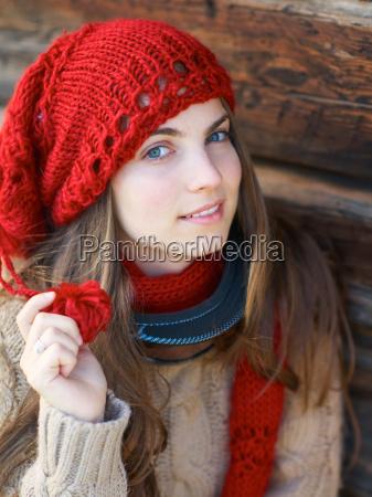 ragazza con cappello rosso