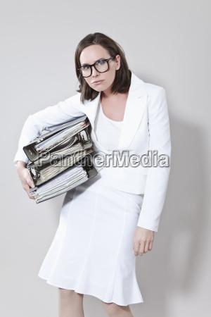 donna fretta premura archiviare file carico