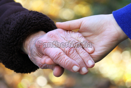 mani maggiori e giovani della holding