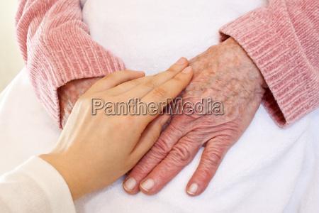 vecchie e giovani mani