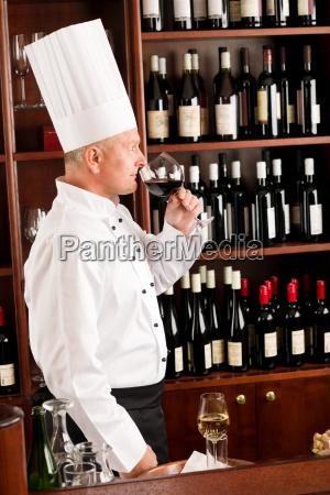 chef cuoco odore bicchiere di vino