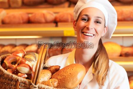 baker ha venduto pane nel cestino