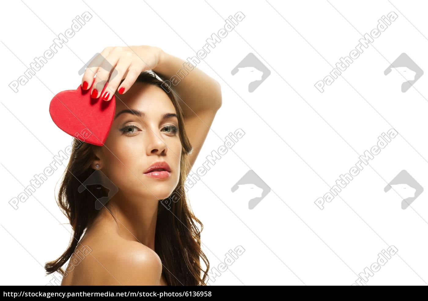 schöne, frau, hält, rotes, herz, über - 6136958