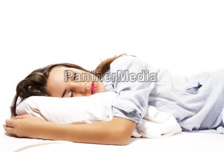 dormire bella donna in pigiama