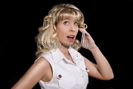 donna donne telefono cellulare impaurito messaggio
