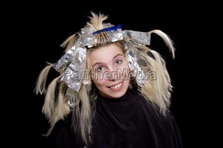 giovane donna al parrucchiere 03