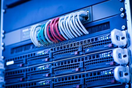 cluster di rack di server in