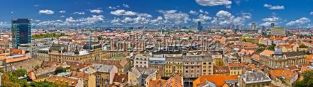 vista panoramica colorata della citta inferiore