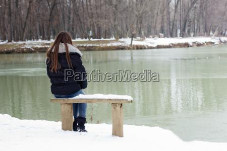 solitario giovane donna