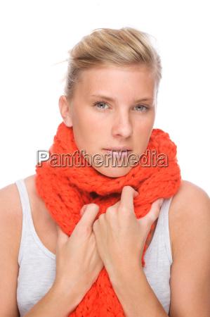 donna ritratto catarro raffreddore sciarpa influenza