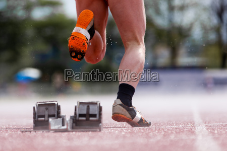 competizione atletica leggera velocista blocco di